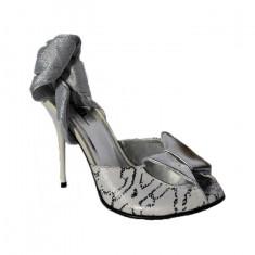 Sanda eleganta, sofisticata, toc mediu, in nuante de argintiu, 35, 36, 38