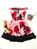 Rochie de zi ieftina roz cu imprimeu floral si umerii goi