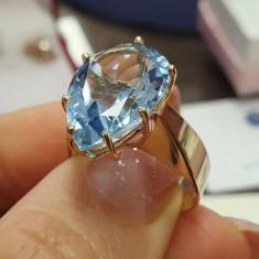 Inel din aur galben 14 K cu topaz