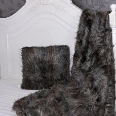 Perna decorativa din blana sintetica neagra PDA010