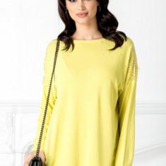 Bluza galbena cu aplicatii din dantela la umeri