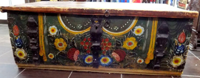 Lada veche din lemn Transilvania , Sec. XIX foto