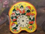 Design / Decor - Vechi cadran de ceas din tabla model cu 7 pitici din poveste !