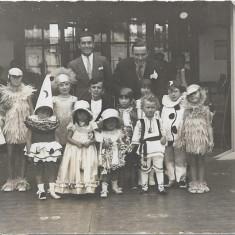 Fotografie port popular romanesc si costume carnaval copii poza interbelica