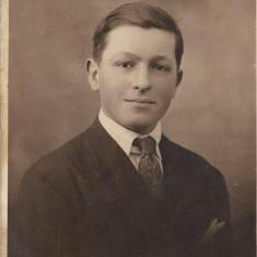 Fotografie portret tanar poza veche