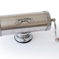 GF-0824 Masina de carnati 1,5kg ALUMINIUM CU VENTUZA Micul Fermier (YG-2003)