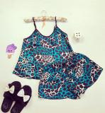 Cumpara ieftin Pijama dama ieftina primavara-vara neagra cu albastru din satin lucios cu imprimeu animal print