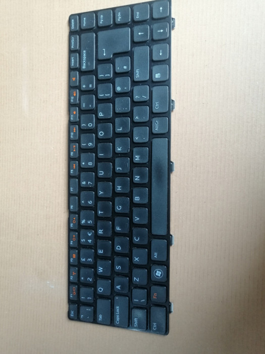 Tastatura Dell Vostro 3560 P24F 2520 & Inspiron M5040 M5050 N5040 N5050
