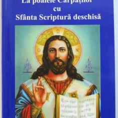 LA POALELE CARPATILOR CU SFANTA SCRIPTURA DESCHISA de FLOAREA BUZINCU , 2003 , DEDICATIE*