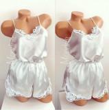 Cumpara ieftin Pijama dama ieftina primavara-vara alba din satin lucios cu model dantelat