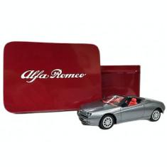 Macheta / masinuta Alfa Romeo Spider, scara 1:43, in cutie metal