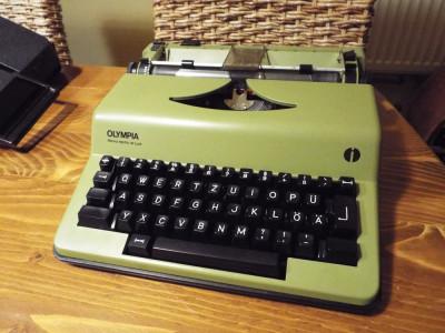 masina de scris electrica OLYMPIA foto