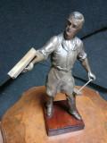 Sculptura veche perioada anilor 1900 din antimoniu pe soclu din lemn