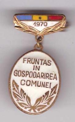 Insigna Fruntas in gospodarirea comunei 1970 foto
