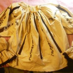 Ie - camasa veche tesuta si brodata manual din in ,L=43cm in fata