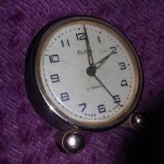 Ceas vechi de masa Slava,ceas FUNCTIONAL,ceas in starea care se vede,T.GRATUIT