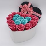 Cumpara ieftin Cutie cu trandafiri in forma de Inima, 25 Trandafiri Turcoaz/Roz, Cutie cu Funda, Mediu
