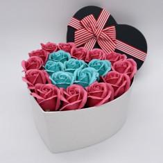 Cutie cu trandafiri in forma de Inima, 25 Trandafiri Turcoaz/Roz, Cutie cu Funda, Mediu