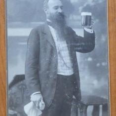 Foto pe carton , Resita , Un bautor de bere , sfarsit de secol 19