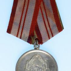 Medalia Pentru Servicii Deosebite Aduse in Apararea Oranduirii de Stat de ARGINT