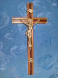 7941-Crucifix vechi metal pe lemn anii 1900. Inaltime 27, latime 13 cm.