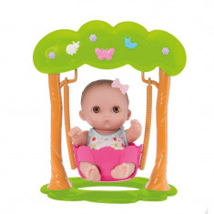 Bebelus adorabil fetita in leagan