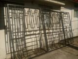Porti metalice mari duble si poarta mica intrare