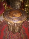 Superbă măsuță in stil Brâncovenesc din lemn masiv cu o bogata sculptura