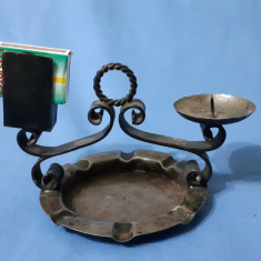 Scrumiera veche cu suport lumanare
