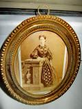 3223- Femeie de epoca perioada 1900-Kabinet foto antic. Rama ovala din lemn.