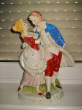 2989-Statuie portelan veche scena galanta cuplu nobili.
