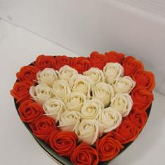 Decoratiune inimioara cu trandafiri de sapun