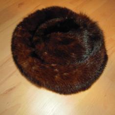 Caciula din blana naturala de nurca, diam. interior 17 cm, H fata 16cm,spate 9cm
