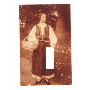 CP Femeie cu costum popular, necirculata