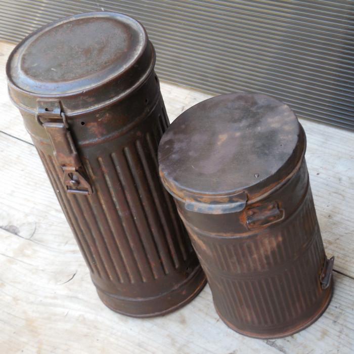 LOT DOUA CUTII MILITARE VECHI PENTRU MASTI DE GAZE - GERMANE - DIN TABLA
