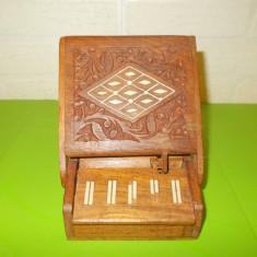 TABACHERA pian  , SCULPTATA in LEMN de TRANDAFIR cu intarsii os , suport tigari