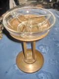 1528-I-Scrumiera veche pe postament perioada interbelica, din alama cu sticla.