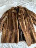 Haina de blana (2 haine - una naturala si o alta sintetica - provenienta SUA)