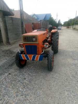 Tractor universal 445 foto