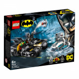 LEGO® DC Comics Super Heroes - Mr. Freeze™ in batalia pe batcycle