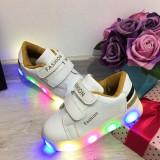 Cumpara ieftin Adidasi albi cu lumini LED si scai pt fete / baieti 30 31