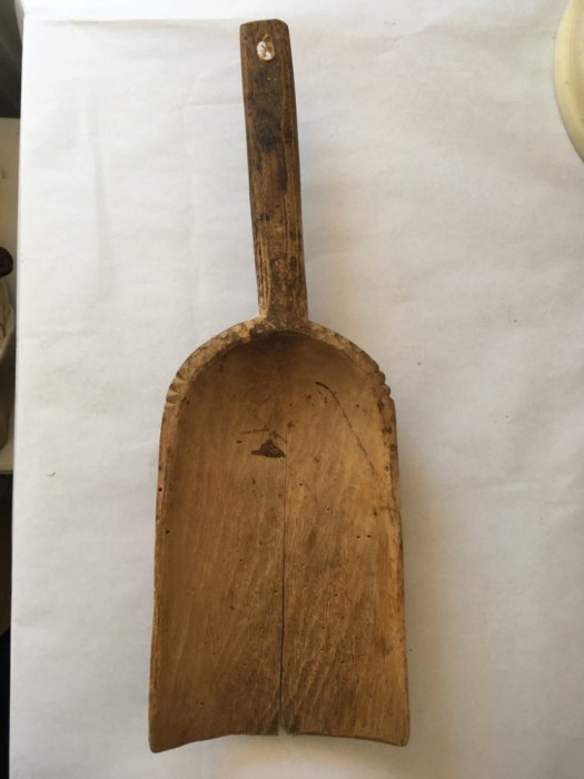 Scafa veche din lemn / lingura taraneasca pentru cereale, faina, 35x21x12 cm