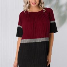 Rochie Sabrina din tricot plisata bordo cu negru