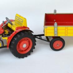 Jucarie de colectie din tabla tractor cu utilaje si remorca Zetor  Chehoslovacia