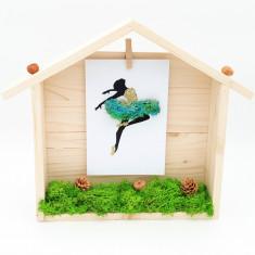 Cumpara ieftin Decoratiune casuta cu licheni naturali stabilizati, Turquoise ballerina, 23x24x5 cm