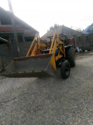 Tractor universal 640 foto