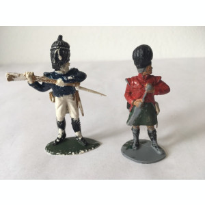 Lot figurine 2 soldati (armata britanica?)  6 si 7 cm (ce se vede in imagine)