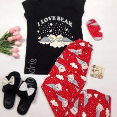 Pijama dama ieftina bumbac cu pantaloni lungi rosii si tricou negru cu imprimeu Ursulet Love