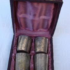 Set de patru pahare argintate si gravate cu motive florale, marcate EPNS
