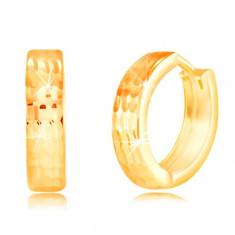 Cercei rotunzi din aur galben de 14K - crestături verticale strălucitoare